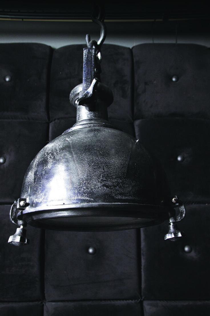 Het klassieke design van deze #PTMD lamp zorgt voor sfeer in jouw…