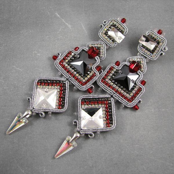 Luksusowe kolczyki na sylwestra w kolorach srebra, czerwieni i czerni