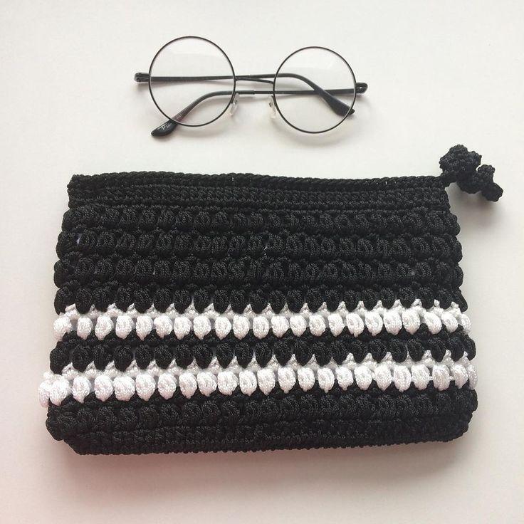 Geceyi ve siyahı sevenler burda mı�� Gözlükleri takıp örgüye devam o zaman �� hayırlı geceler �� Sizde isterseniz sipariş için Dm den ulaşabilirsiniz #clutch#amigurumi#oyuncak#çanta#knitting#elişi#handmade#wayuu#10marifet#hobiseverlerburada#hobinisat#hediye#örgüçanta#supla#crochetpage#battaniye#crochet#tığişi#orgu#kırlent#yastık#crochetaddict #sepet#vscoelisi#harf#craftastherapy#wayuubags#bezçanta#siyah#black http://turkrazzi.com/ipost/1517701233695487114/?code=BUP9Tsdl3SK