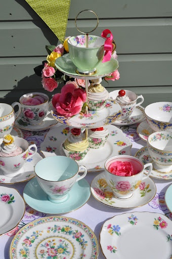 Vintage Posies Eclectic Tea Set - just love these