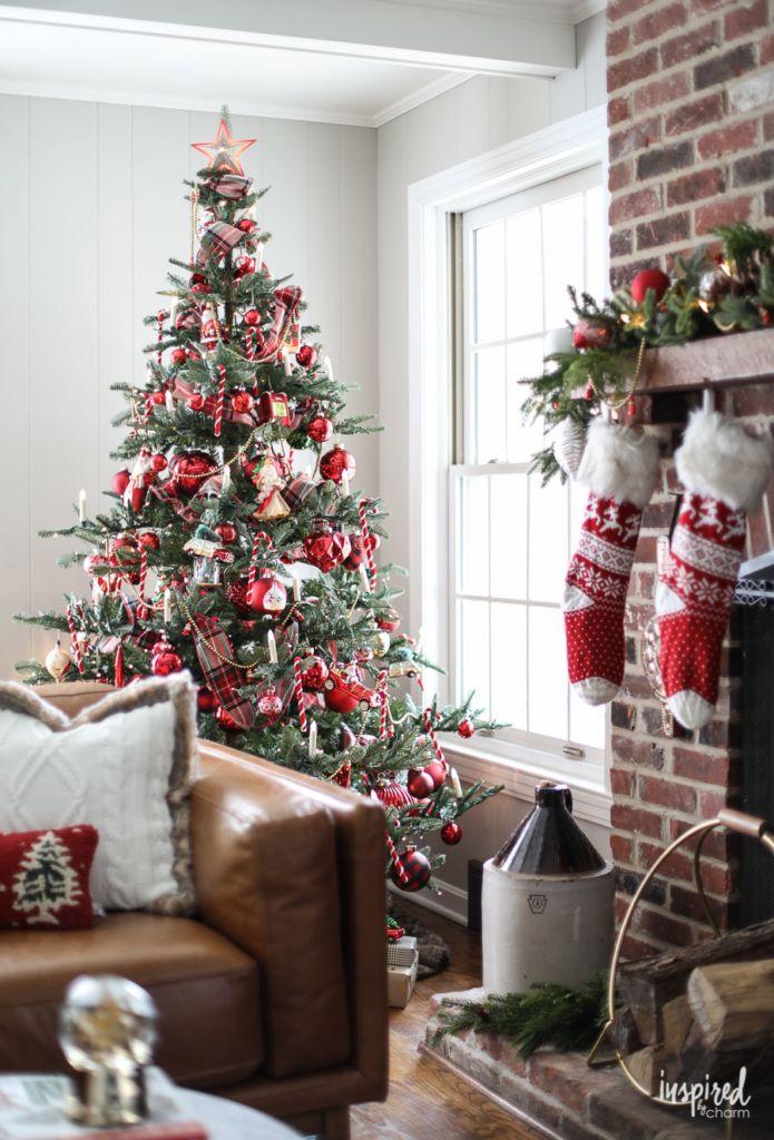 A Nostalgia Inspired Christmas Tree How To Decorate A Christmas Tree Inspired B Christmas Decorations Rustic Christmas Tree Decorations Christmas Tree Themes