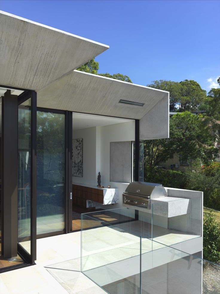Image 5 of 39 from gallery of Mosman House / Rolf Ockert Design. Photograph by Luke Butterly