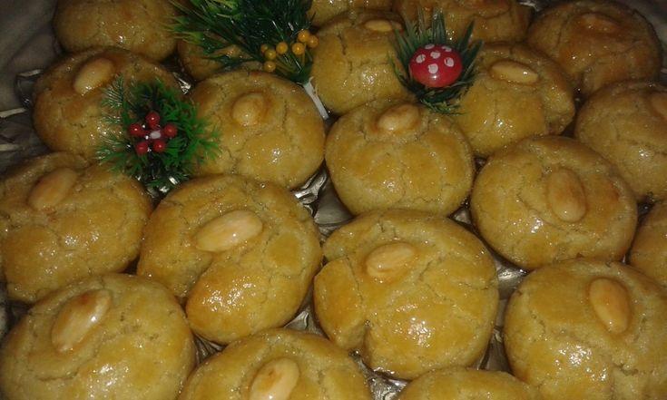 Το Σεκέρ παρέ είναι ένα ανατολίτικο γλυκό πολύ ιδιαίτερο, με πολύ ωραία γεύση και η μυρωδιά από το φρέσκο βούτυρο φανταστικόοοοο ΥΛΙΚΑ : 3 1/2 με 4 φλτσγ αλευρι γοχ αλατινη,1φλτσγ ζαχαρη, 1 φλτσγ φρεσκο βουτυρο, 2 κουτγλ μπεικιν, 2 αβγα ολοκληρα, 1 κροκαδι, 1 κουτγλ ξυσμα λεμονιου,1κουτγλ αλατι, 40 αμυγδαλα ασπρισμενα 1 αβγο για το …