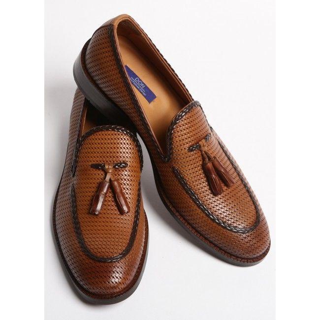 Pantofi maro DON Viktor Pantofii DON Viktor, din piele naturala, sunt alegerea ideala pentru o tinuta smart casual de vara. Asorteaza-i la o pereche de Chinos albi, bej sau bleumarin, un sacou bej si o curea maro sau albastra, pentru un look de efect.... - DON-MEN - Haine Online Pentru Barbati, Strada Washington, Nr. 15, Bucuresti, 011795, Telefon: 031 420 7081