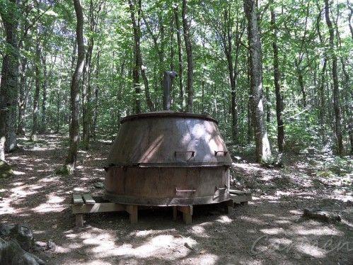 Les anciens chaudrons servant à fabriquer le charbon de bois (forêt de l'Aiguille) Commune de Les Cammazes (Tarn) http://www.carmen-cuisine.com/2015/03/les-cammazes-la-foret-de-l-aiguille.html
