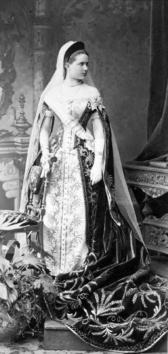 ornamentedbeing:    Zinaida Youssoupoff in Russian Lady-in-waiting court dress 1890.  (Arkhangelskoe museum)