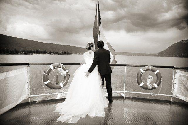Photographe de mariage Annecy croisiere le Libellule. Photo de mariage originale.