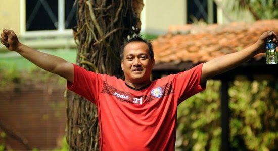 Kondisi Kritis, Kiper Arema Dilarikan ke Rumah Sakit http://malangtoday.net/wp-content/uploads/2016/12/00964474-a1cf-4ad6-a879-c1279b6b1076.jpg MALANGTODAY.NET – Penjaga gawang Arema FC Ahmad Kurniawan (AK) malam ini, harus dilarikan ke Rumah Sakit Saiful Anwar (RSSA) Malang akibat sakit asam lambung. Diduga kuat, penyakit yang lama diderita kakak Kurnia Mega tersebut kambuh, sehingga membuat kondisinya drop. Saat ini ia masih... http://malangtoday.net/malang-raya/arema