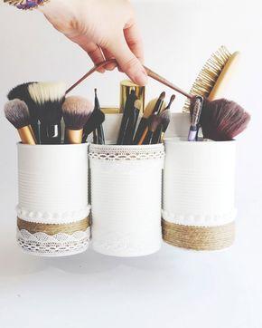 DIY récup : quelques boites de conserves, de la peinture et un rangement à maquillage unique. DIY Recovery: a few tin cans, paint and a unique make-up storage.