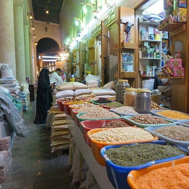Inside Alqaisariyah Market ( Souq Alqaisariyah) is a historic market located in center of #AlAhsa, built in 1822 AD. fire broke out in the market in 2001 was caused by an unknown, the end of 2013 was the opening of the market after 12 years after the...