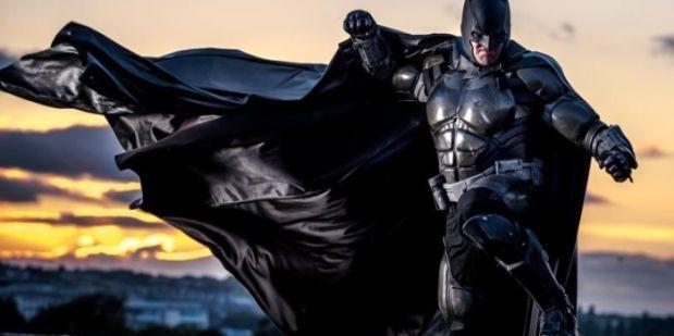 Galaxy Fantasy: Un traje de Batman totalmente funcional consigue ganarse un puesto en el Libro Guinness de los Récords