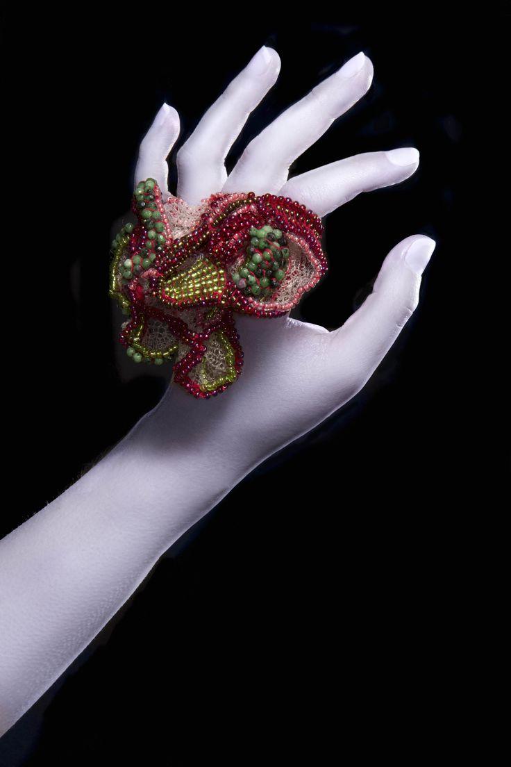 "Sebastien CARRE Bague ""Diversi Scala Di Uva""- dentelle de nylon, Aventurine, perles et coton"
