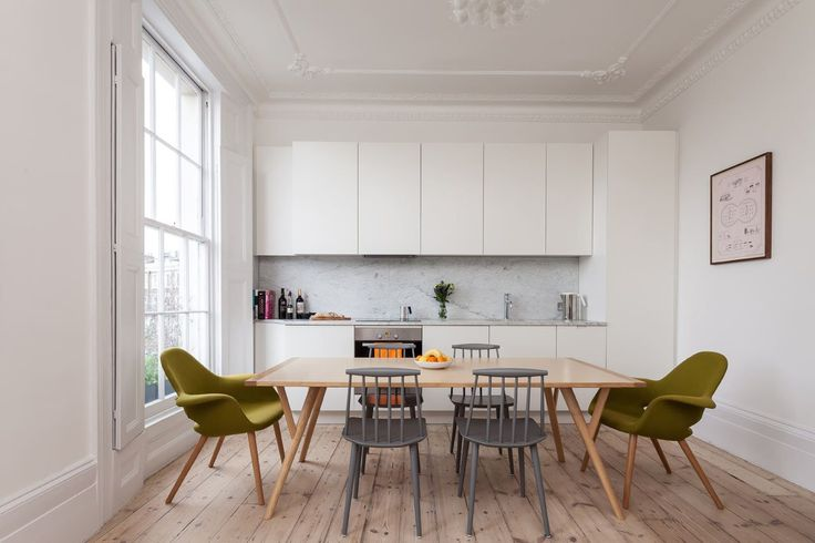 A London flat in is located in a Georgian townhouse and despite keeping many of the classic details, it was refurbished it to look clean and contemporary.