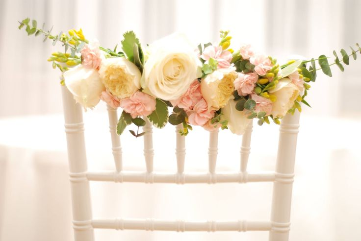 Chic wedding chair ideas for a spring or summer wedding