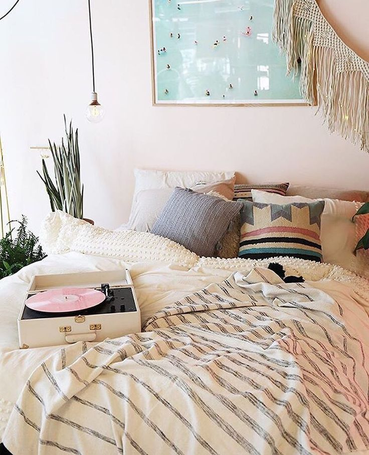 UO // Patrizia Conde kinda has the same pillow that you showed me the other day (the New Mexican looking one)