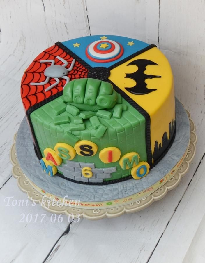 Superheroes cake by Toni's cakes
