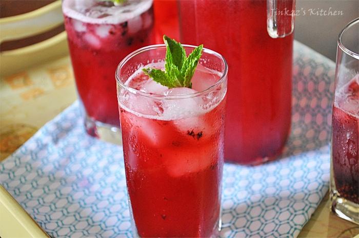Mint and Blackberry Lemonade: Yum Yum