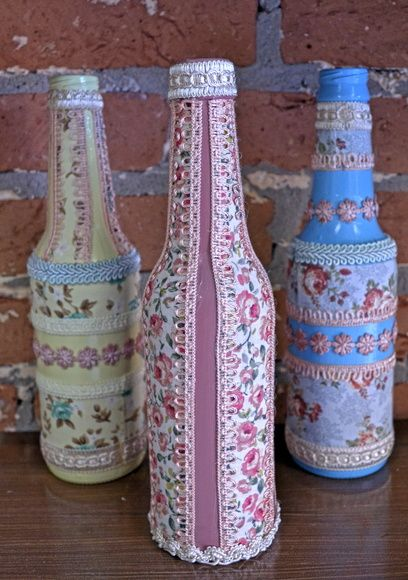 Garrafas decorativas, pintadas com tinta acrílica e forradas com tecido e passamanarias. 24 reais cada. R$ 24,00