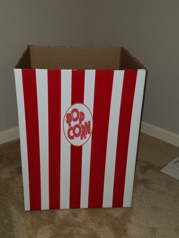 DIY Giant popcorn box and other movie themed party decorations!
