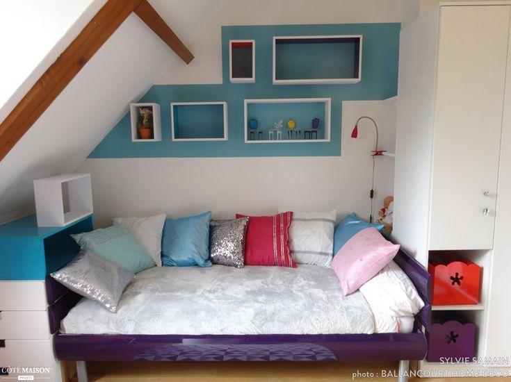 Chambre d'adolescente alliant paillettes et couleurs diverses.