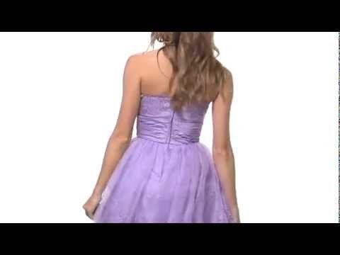 o rochie de nasa ideala, creatie Betsey Johnson