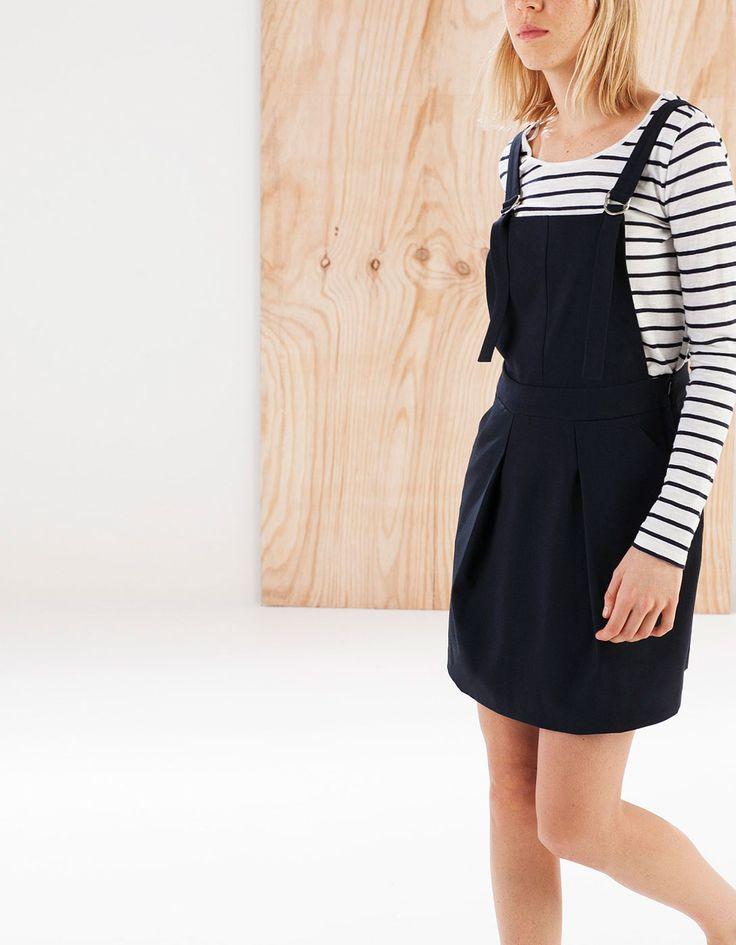Sukienka bez rękawów z plisami z przodu