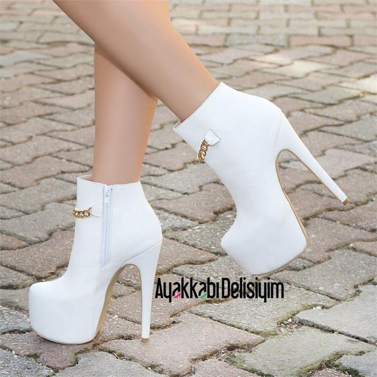Kış gelinlerine özel tasarlanan beyaz platform topuklu bot modelleri Ayakkabı Delisiyim'in kış kreasyonunda yerini aldı. beyaz bot, platform bot, kadın bot, bot bayan, şık bot, yüksek topuklu bot, şık bot, gelin ayakkabısı, beyaz deri bot