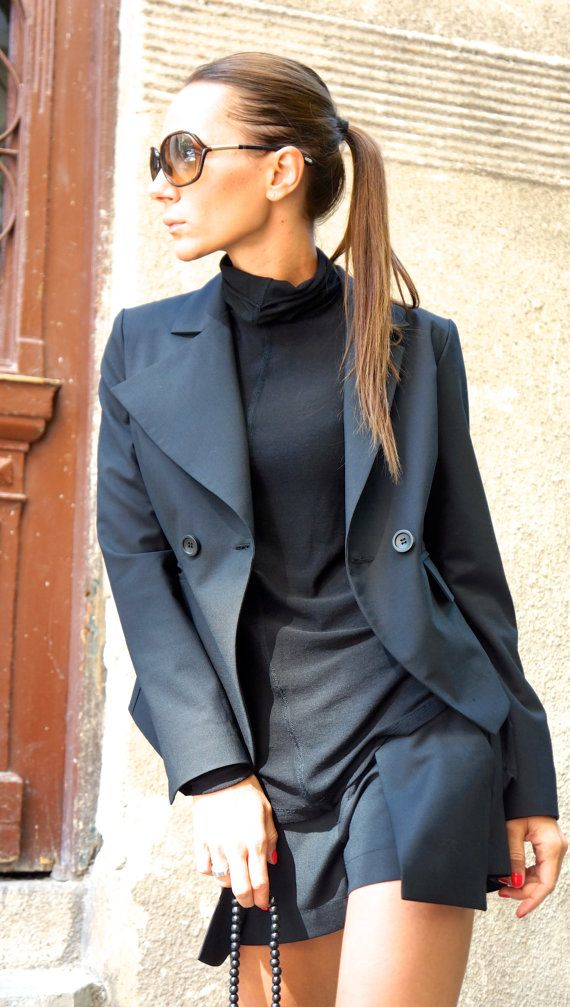 Deze stijlvolle zwarte shorts SEXY, unieke Extravagant, met extra grote zakken moest worden uw Must have kledingstuk voor het nieuwe seizoen... voor elk seizoen... Dus comfortabele en gemakkelijk te dragen op hetzelfde moment een vleugje elegantie en stijl... en je bent zo SEXY... Draag hem met extravagante tuniek, sneakers, favoriete tee of bovenkant, of hoodie of trui of jas.. .of wat anders heb je gedachten zullen altijd gewoon PERFECT...  Grootte (XS, S, M, L, XL, XXL) Stof koude wol…