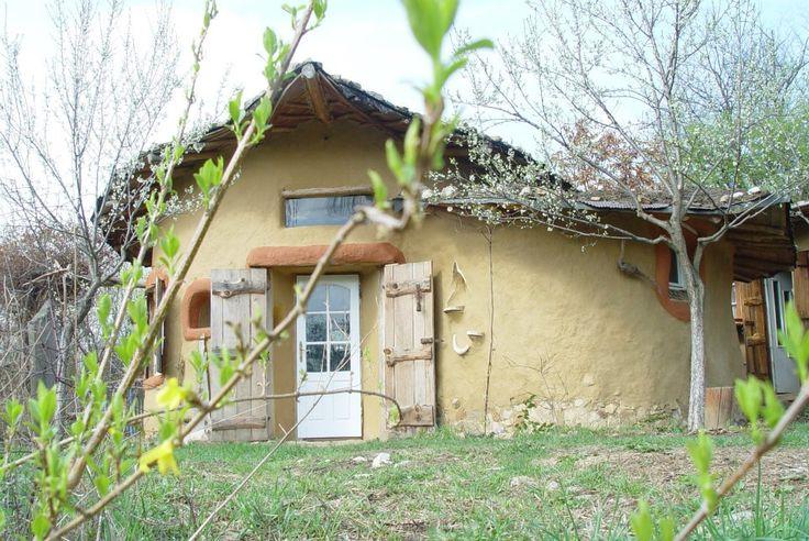 Ca-n povești: o casă din lut din Banatul Montan, una dintre cele mai frumoase din lume. Cât costă FOTO