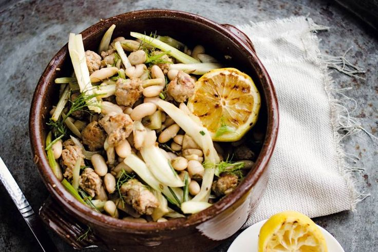 Groente, bonen en vlees als basis, citroen en kruiden als finishing touch. Een stevige hap voor écht koude dagen - Recept - Allerhande