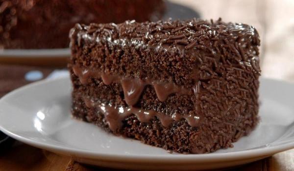 Nega maluca, esse bolo de chocolate versão melhorada e ainda mais gostosa! Clique na imagem para aprender a fazer! #negamaluca #bolodechocolate #brigadeiro #chocolate #tudoreceitas