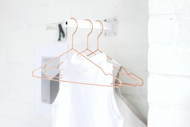 LOVE AESTHETICS   by Ivania Carpio: D I Y / DIY Mini Clothing Rail, Facing Front