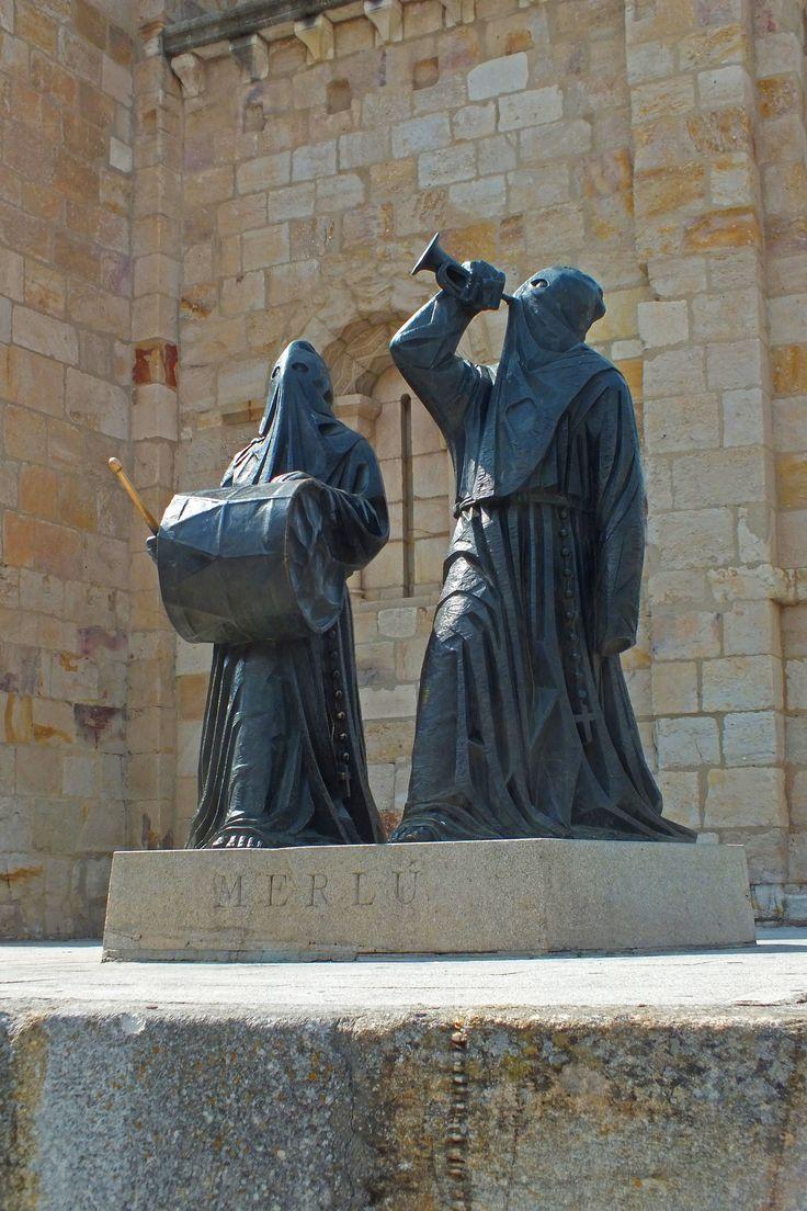 Escultura alegórica. Semana Santa. Zamora. Spain.  [By Valentín Enrique].