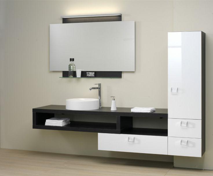 Bányai Pull Out 5 - A minimal design abszolút képviselője a Cromo fürdőszobabútor család. Az ajtófrontokon megjelenő nemesacél fogantyúk a bútor formavilágát tükrözik. A fürdőszobabútor érdekessége, hogy a szekrénytest és az ajtófront különböző anyagok alkalmazásával készül. Az így létrejövő kontraszt különleges látványt nyújt.