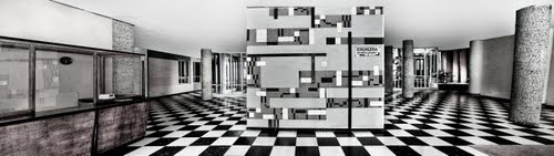 Portal de edificio de viviendas y Sede de la Federación de Municipios de Madrid. Arquitecto: Fco. Javier Sáenz de Oiza: 1949
