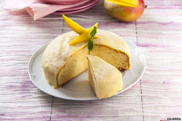 Em 50 minutos tenha um bolo delicioso na sua mesa! 🙂 A nossa sugestão: bolo com glace de manga! A cobertura é mesmo deliciosa. https://www.teleculinaria.pt/receitas/doces-e-sobremesas/bolo-glace-manga/?utm_content=buffer90306&utm_medium=social&utm_source=pinterest.com&utm_campaign=buffer