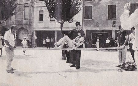 """Un aneddoto legato alla realizzazione del sesto film """"Don Camillo e i giovani d'oggi"""" (1970).  Fernandel, molto malato, non riusciva a portare in braccio l'attrice italiana Graziella Granata (appena 50kg) e con un trucco cinematografico venne usata una tavola in legno che sostenesse l'attrice. Non lo si rivedrà mai più sulla scena cinematografica e il film non sarà mai terminato. Peppone piangerà la scomparsa del suo caro """"Fernand""""."""