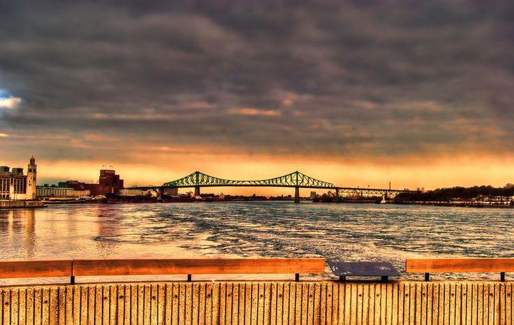 Jacques Cartier bridge from the Cité du Havre Parc