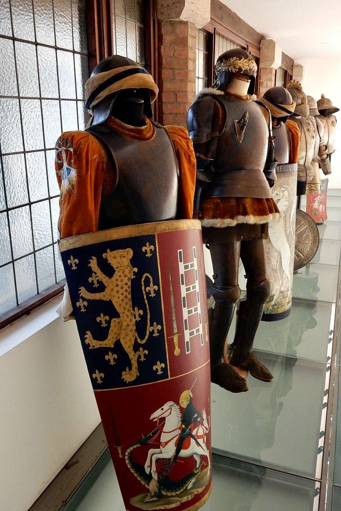 In visita al museo della contrada del Leocorno di Siena