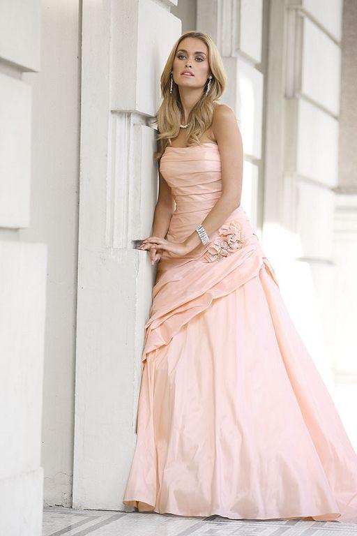Bruidsjurken, trouwjurken, bruidsmode van Ladybird 32037 peach.jpg