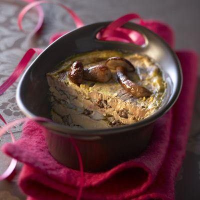 Découvrez la recette Terrine de foie gras aux cèpes sur cuisineactuelle.fr.