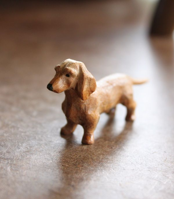 .beautiful little carved dog!  I want to learn to whittle....