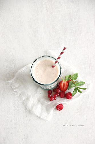 milkshake au lait d'amande pêche & fruits rouges