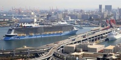 アジア最大の客船初寄港 ファンら歓声、神戸港