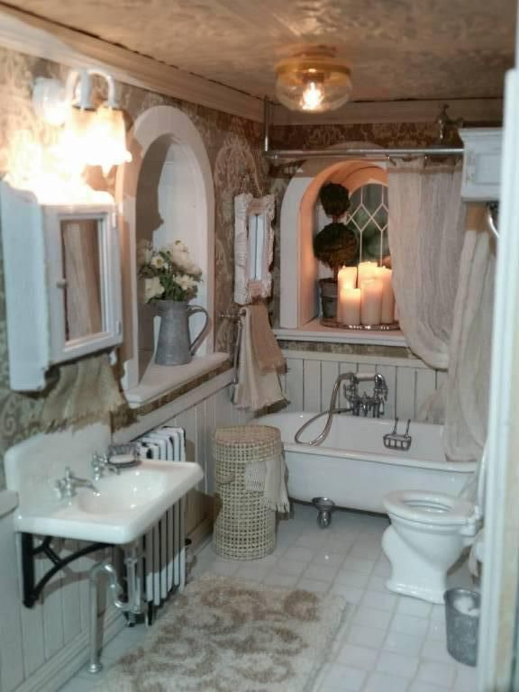 I did it...finally, the bathroom is done!  I made the bath fixtures, a shower head, a shower curtain, a laundry basket, towels, working CANDLES, a topiary ...