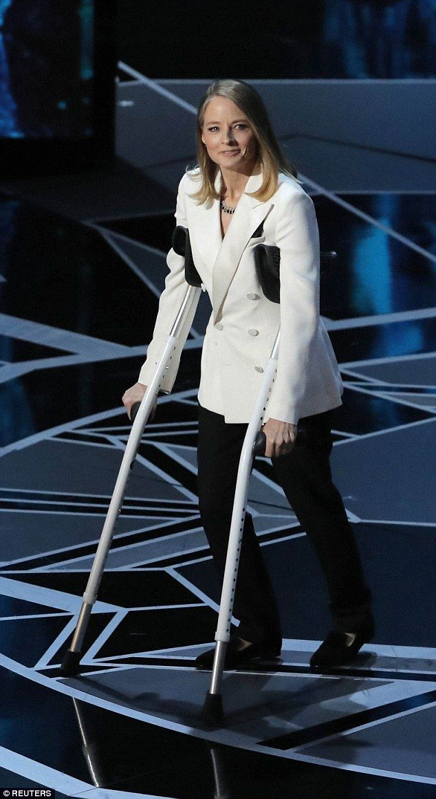 Jodie Foster Jokes During Oscars She Was Attacked By Meryl Streep Jodie Foster Meryl Streep Hollywood