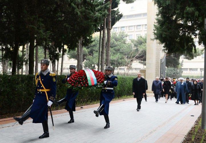 President Ilham Aliyev visited the grave of national leader Heydar Aliyev