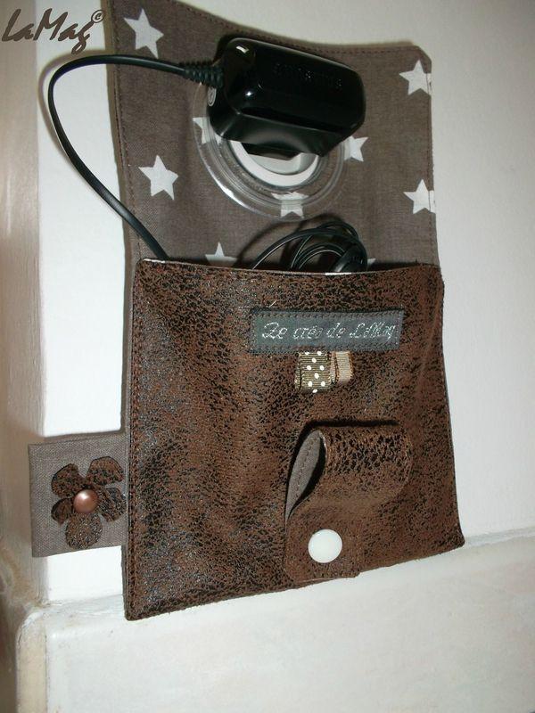 un étui pour chargeur de téléphone