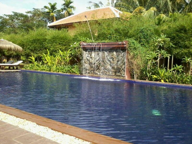 Een waterval je zwembad in, omdat het kan