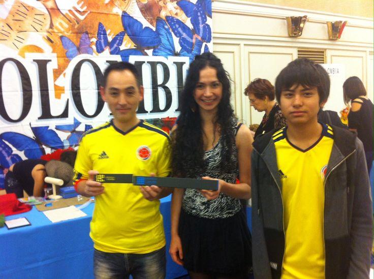Marce junto a algunos de los visitantes del Festival de Latinoamérica y el Caribe.